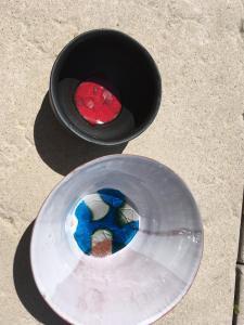Bols avec application terra sigillata (noir)  et verre coloré